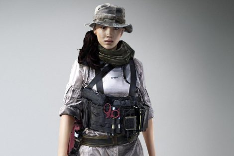 """Huang """"Hannah"""" Shuyi ist eine chinesische Geheimagentin und eine der VIPs, denen dein Squad relativ früh in Battlefield 4 begegnet. Obwohl sie sich nur auf sich selbst verlässt und niemanden an sich heranlässt, wird sie von entscheidender Bedeutung für das Überleben deines Teams sein."""